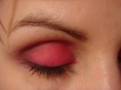Rózsaszín szemfestés